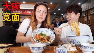 Original Xi'an huge bowl noodles+incredibly massive Chinese noodles with raw garlic challenge